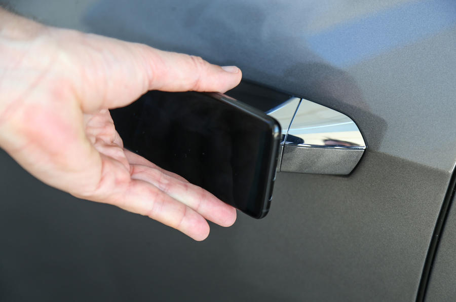 Audi A8 smartphone entry