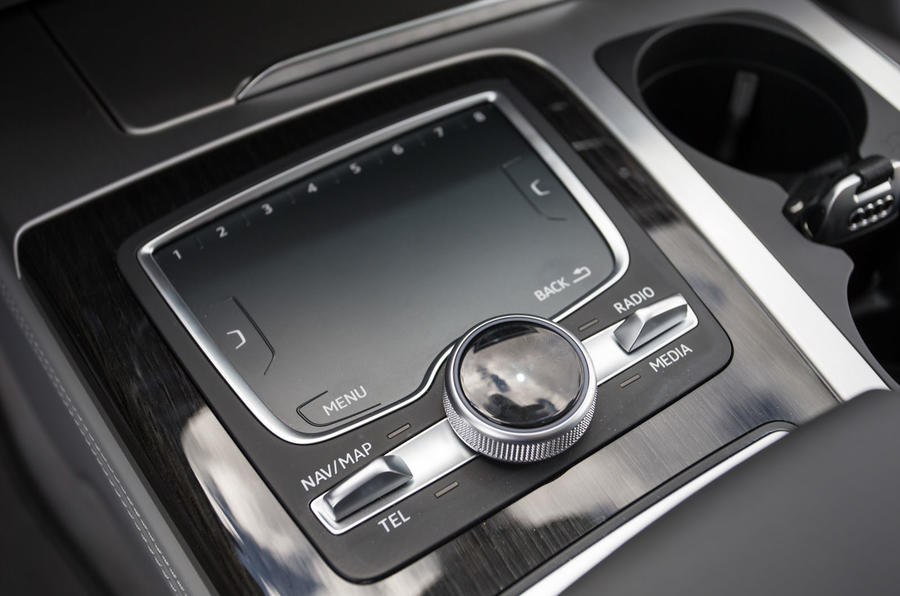 Audi Q7 MMI touchpad controller
