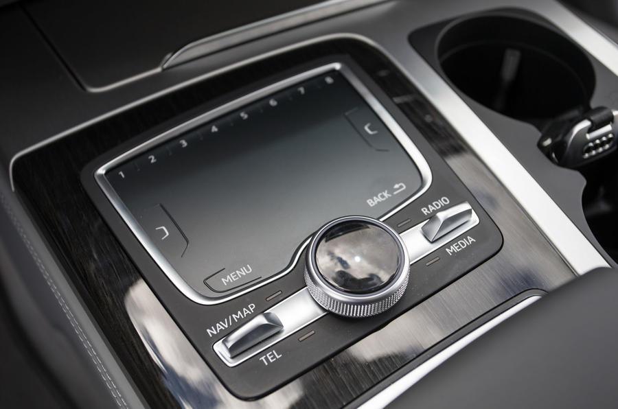 Audi Q7 MMI touchpad controller