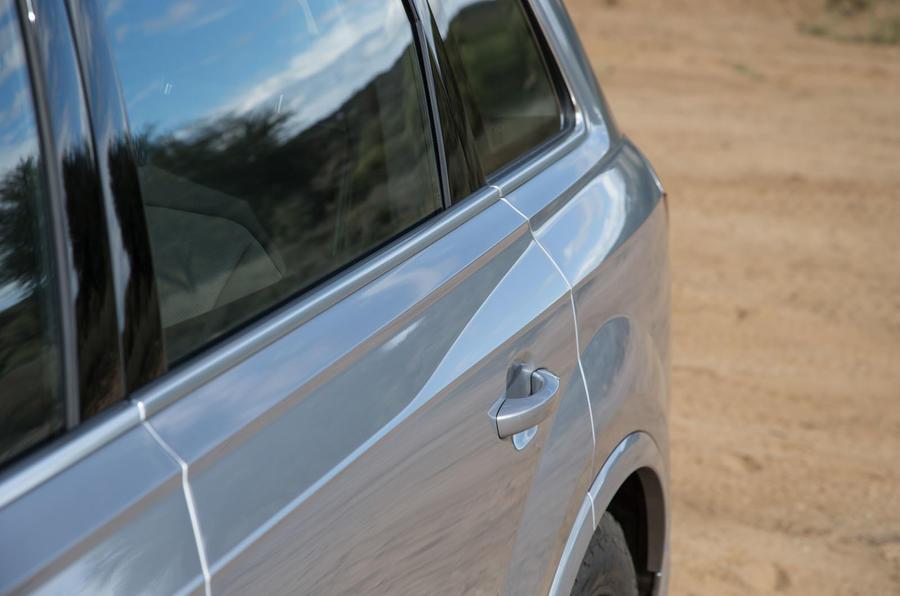 Audi Q7 rear profile
