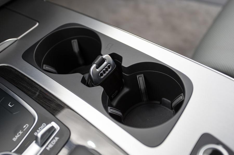 Audi Q7 cupholders