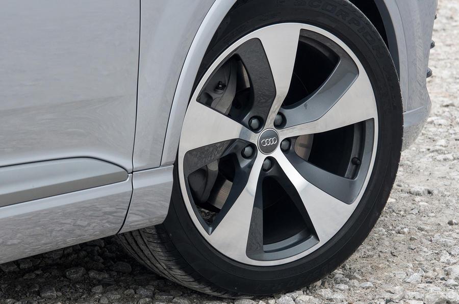 19in Audi Q7 two-tone alloys