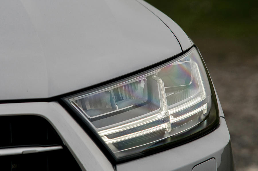 Audi Q7 LED headlights