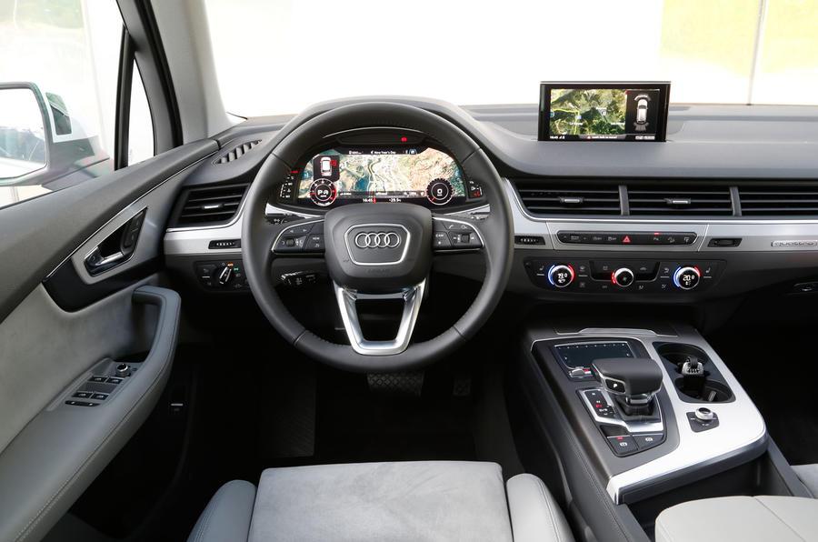 Audi Q7 dashboard