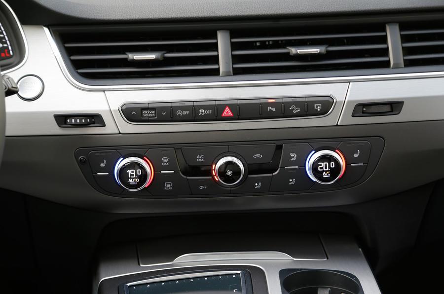Audi Q7 climate controls