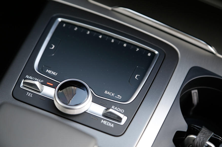 Audi Q7 MMI infotainment control pads