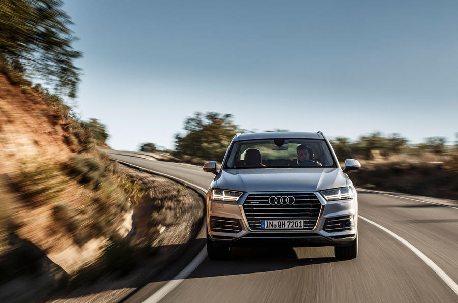 Audi Q7 e-tron cornering