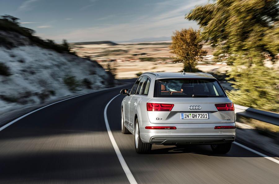 Audi Q7 e-tron rear cornering