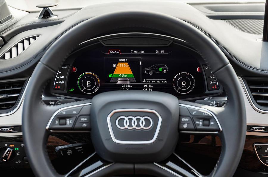 Audi Q7 e-tron instrument cluster