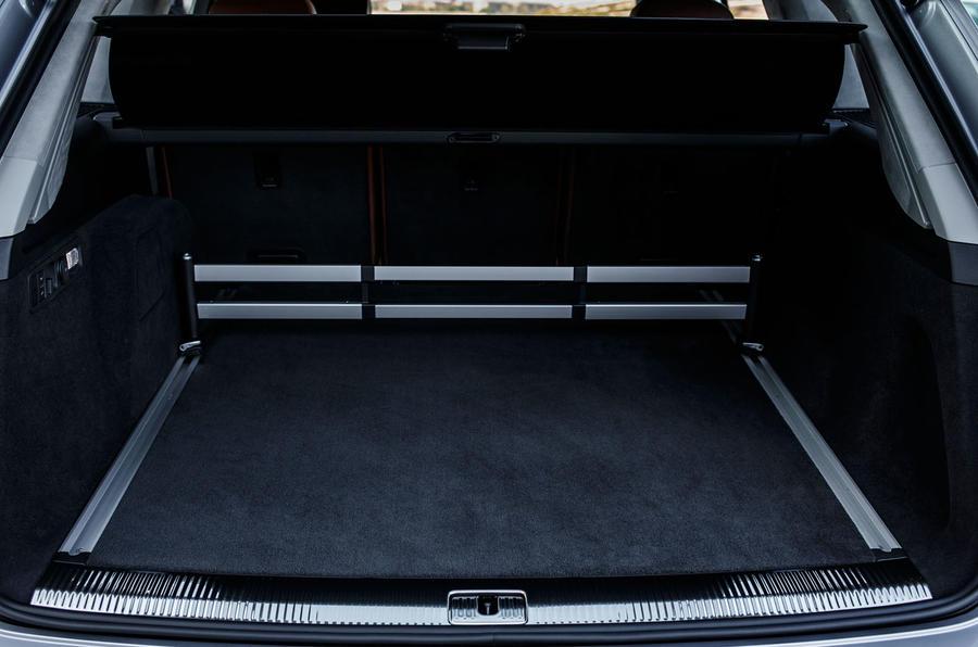 Audi Q7 e-tron boot space