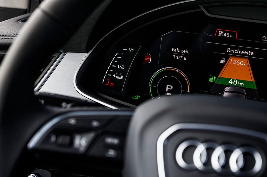 Audi Q7 e-tron steering wheel controls