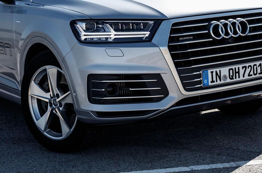 Audi Q7 e-tron front grille