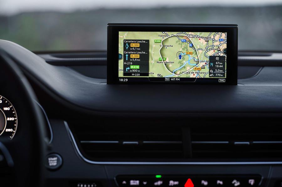 Audi Q7 e-tron sat nav