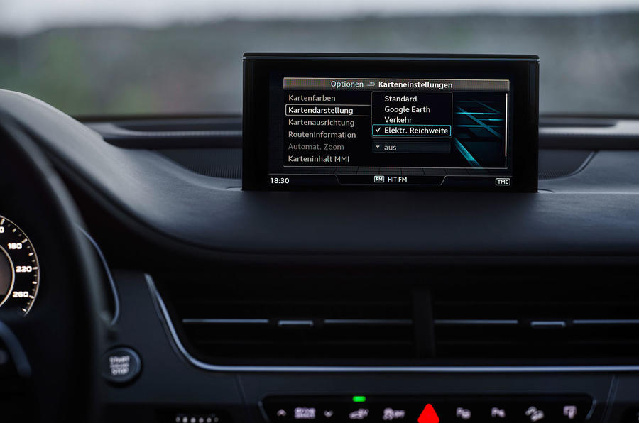 Audi Q7 e-tron electric monitor