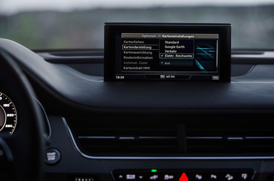 Audi Q7 e-tron electric monitor