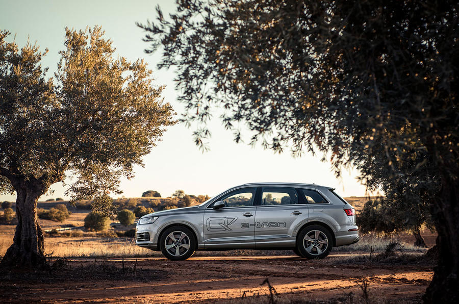 Audi Q7 e-tron side profile