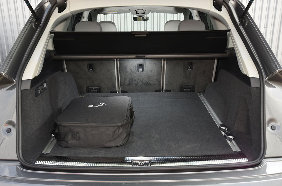 Audi Q7 e-tron boot space