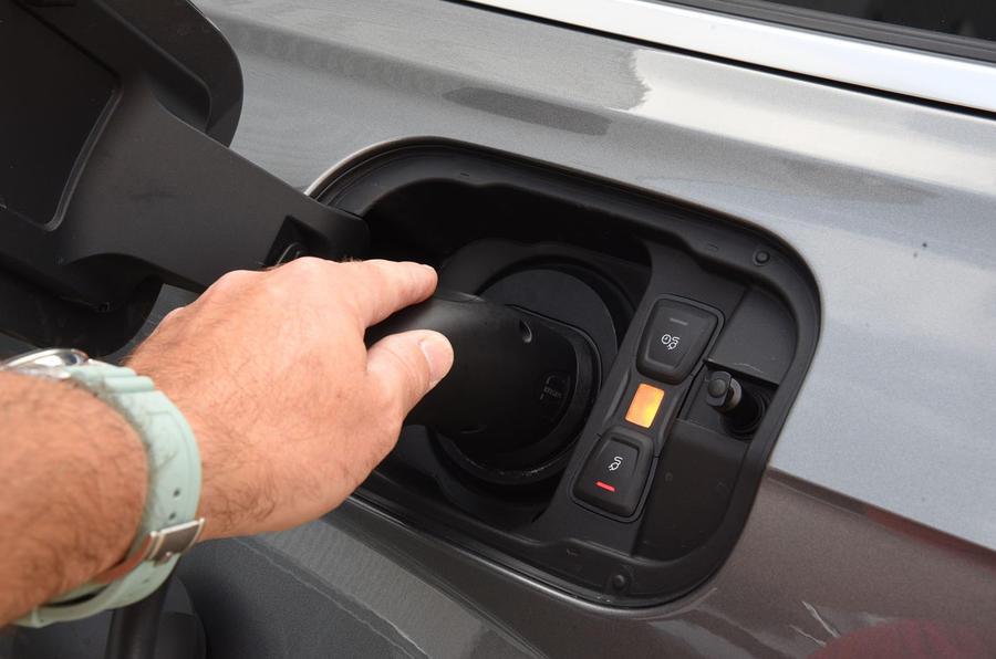 Audi Q7 e-tron charging port