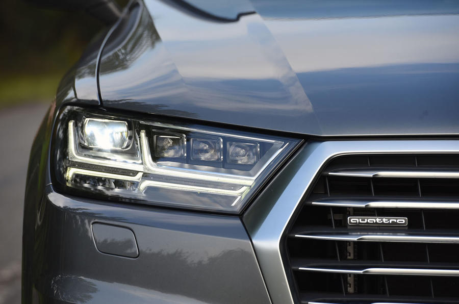 Audi Q7 e-tron LED headlights
