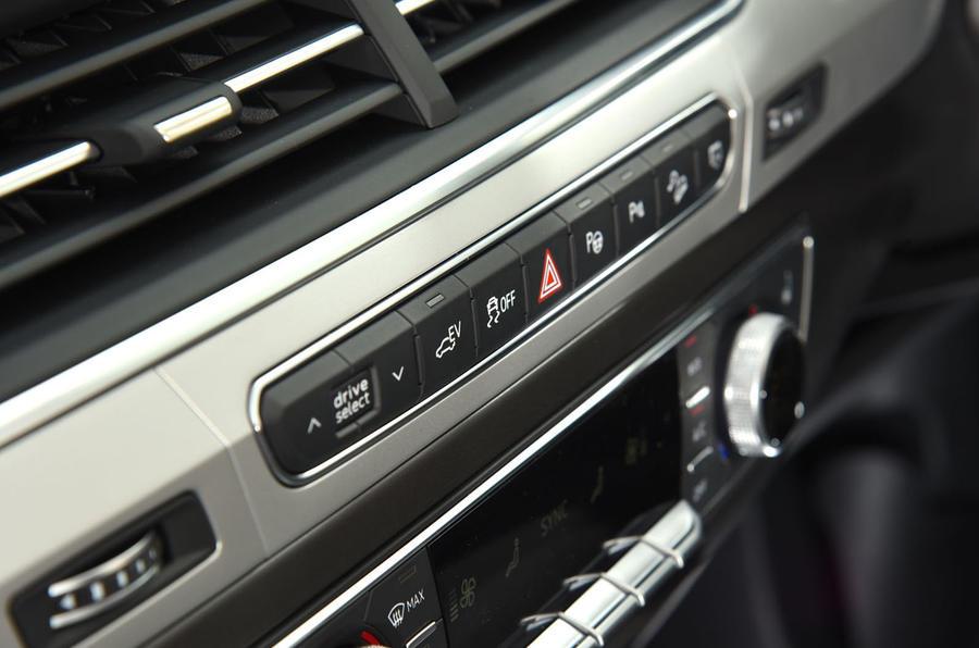 Audi Q7 e-tron switchgear