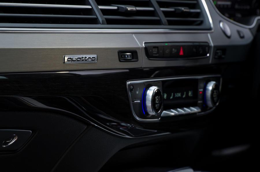 Audi Q7 e-tron centre console
