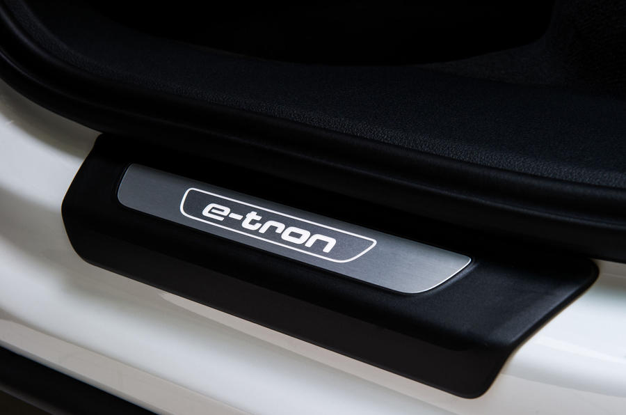 Audi Q7 e-tron kickplates