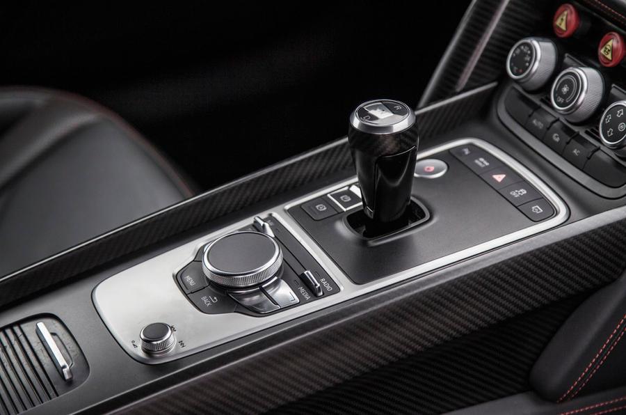 Audi R8 e-tron centre console