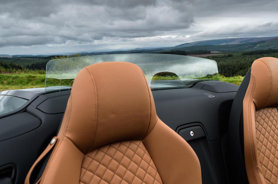 Audi R8 Spyder V10 Plus rear windscreen