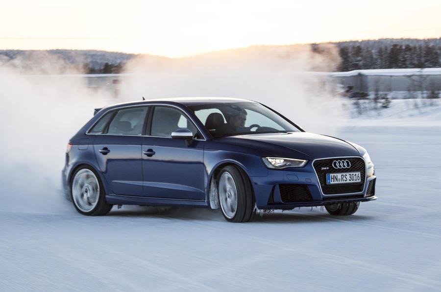 Audi RS3 drifiting