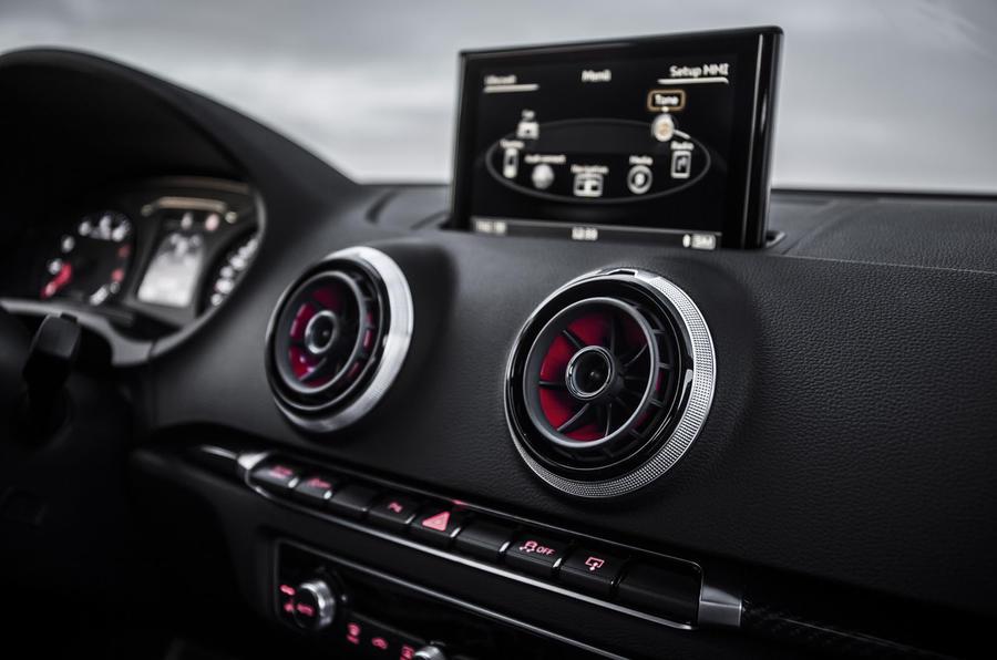 Audi RS3 MMI infotainment