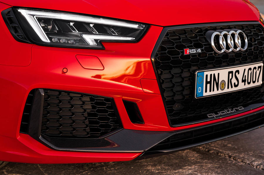Audi RS4 Avant LED headlights