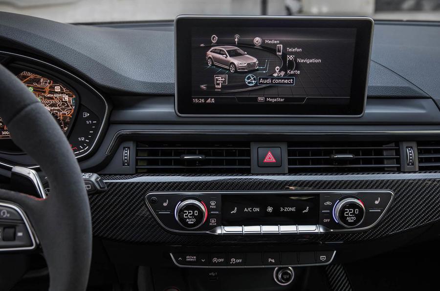 Audi RS4 Avant MMI infotainment system