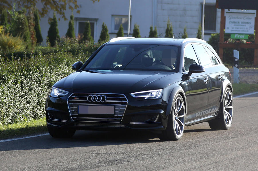 Audi RS4 spy shots