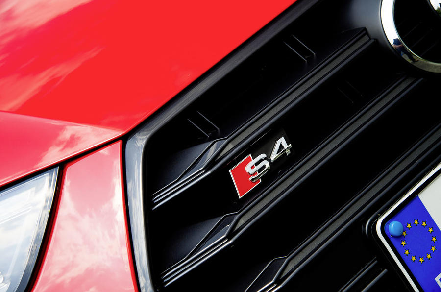 2017 Audi S4 saloon front badge