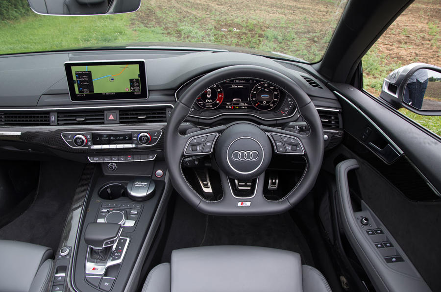 Audi S5 Cabriolet dashboard