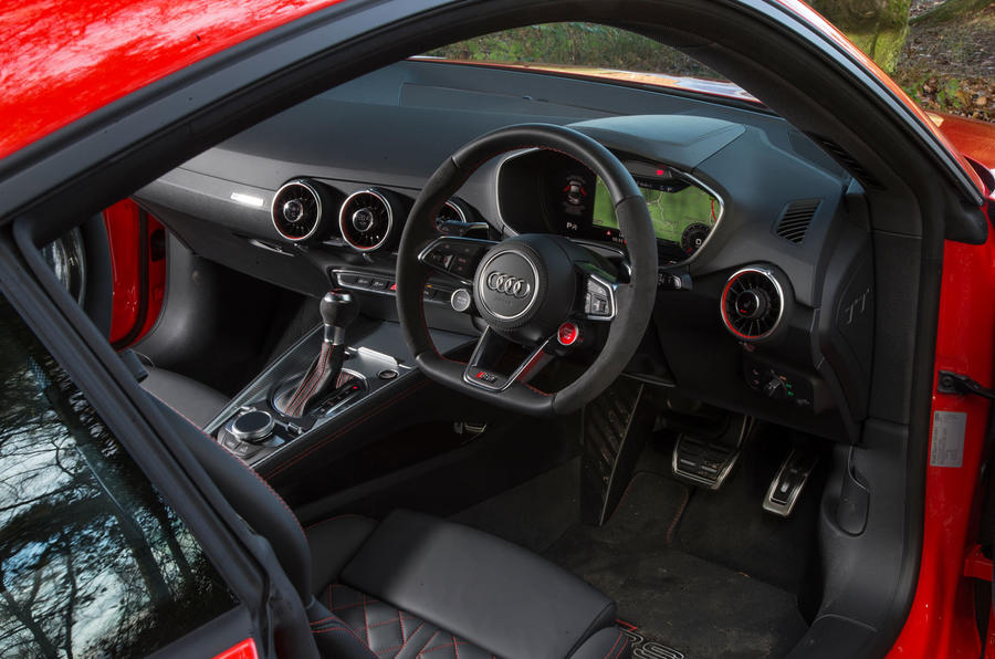 Audi TT RS Coupé dashboard