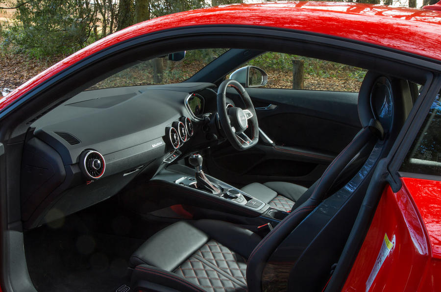 Audi TT RS Coupé interior