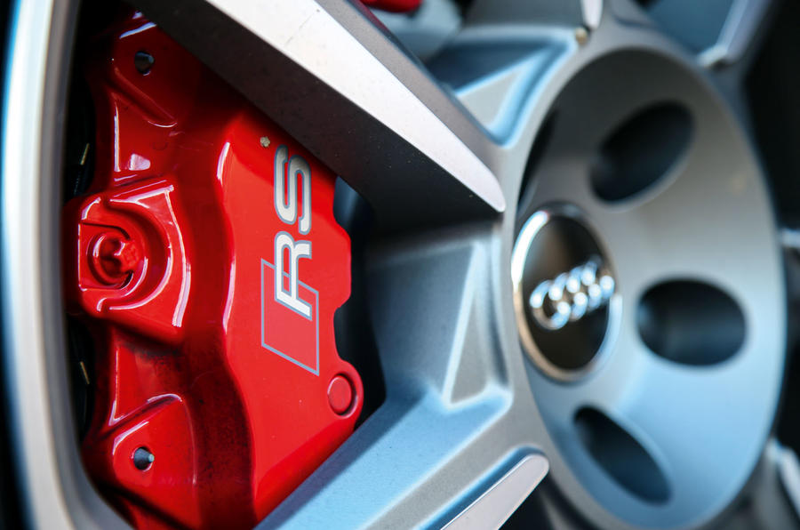 Audi TT RS Coupé red brake calipers