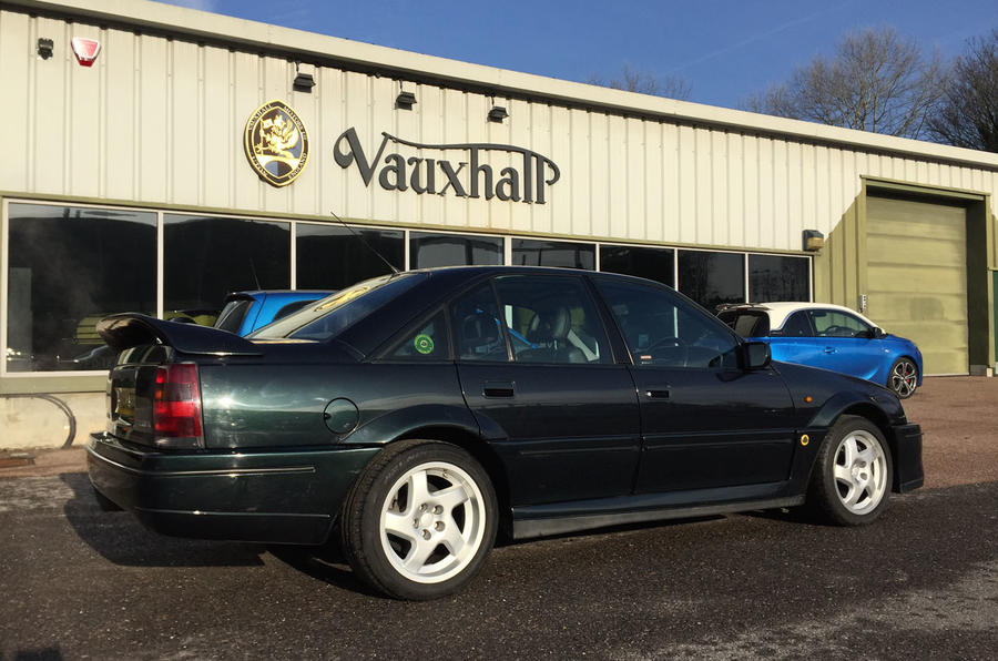 vauxhall lotus carlton spare parts 1990 vauxhall carlton saloon o s rear light used and spare. Black Bedroom Furniture Sets. Home Design Ideas