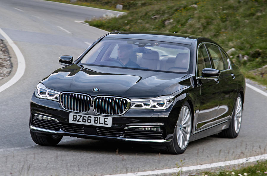 BMW 740 Le xDrive cornering