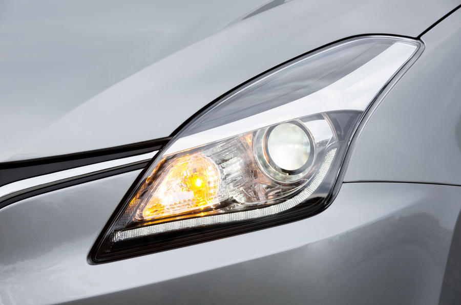 Suzuki Baleno headlights