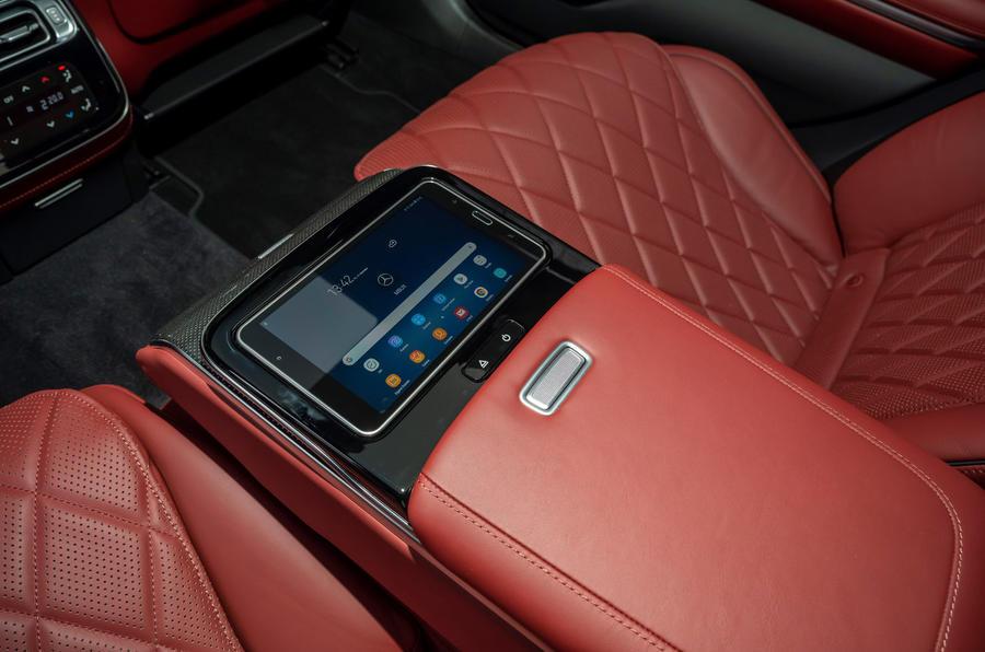 Mercedes S-Class S500 2020 (LHD) : premier bilan de conduite au Royaume-Uni - console centrale arrière