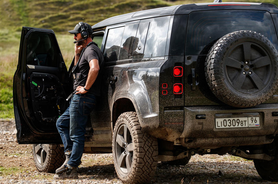 New Land Rover Defender to star in 25th James Bond film ...