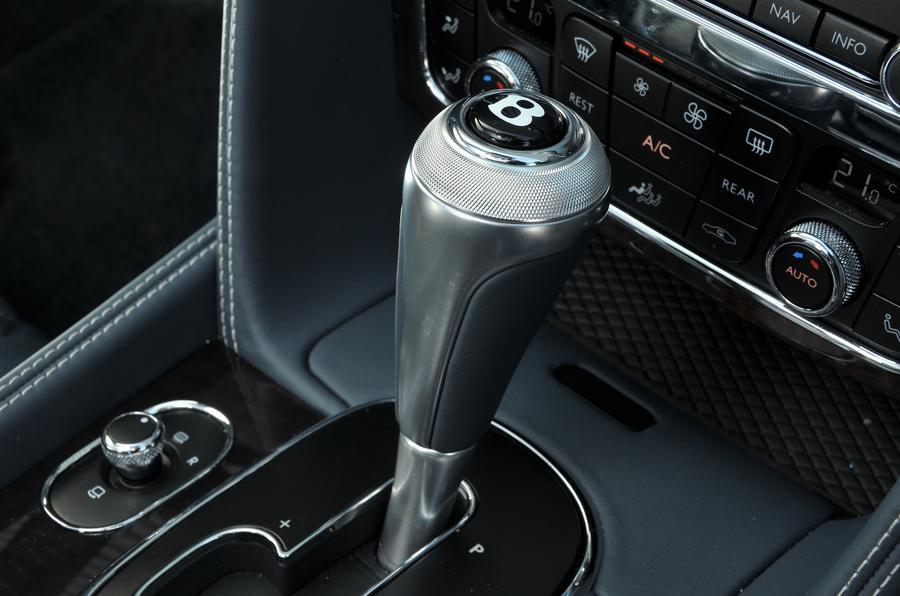 Bentley Flying Spur V8S knurled gearlever