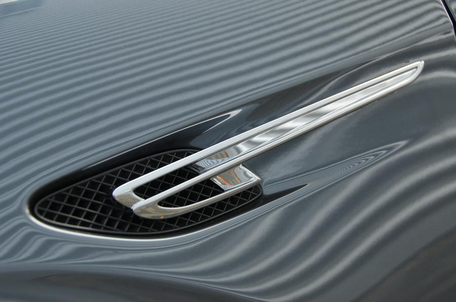 Bentley Flying Spur V8S side vent