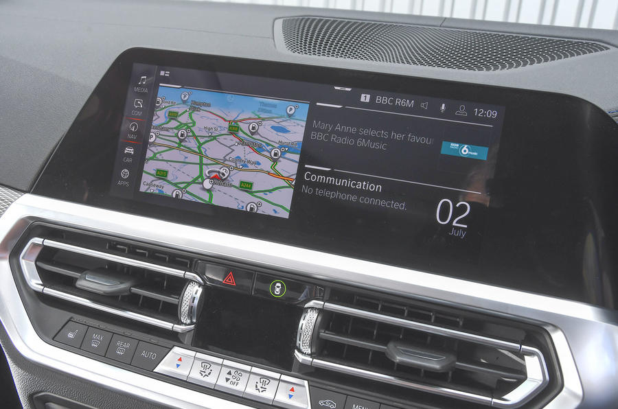 2019 BMW 330d UK review - infotainment display