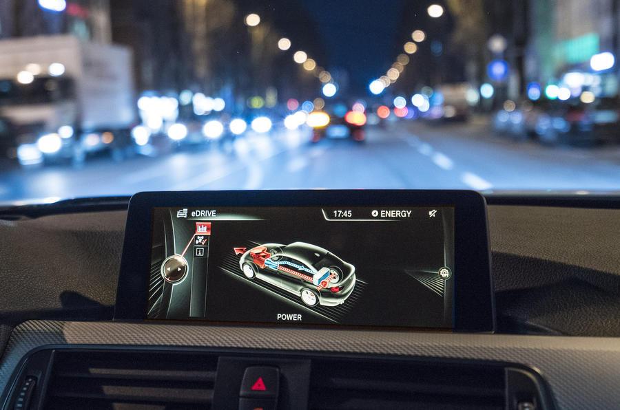 BMW 330e infotainment