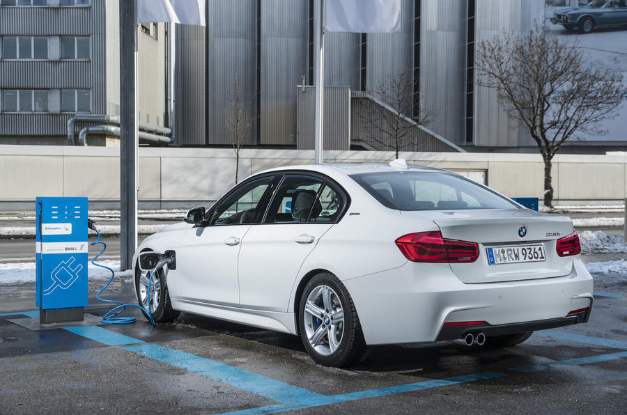 Charging the BMW 330e