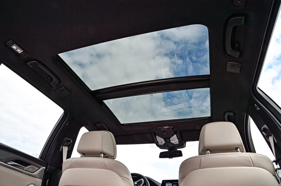 BMW 530d Touring panoramic sunroof