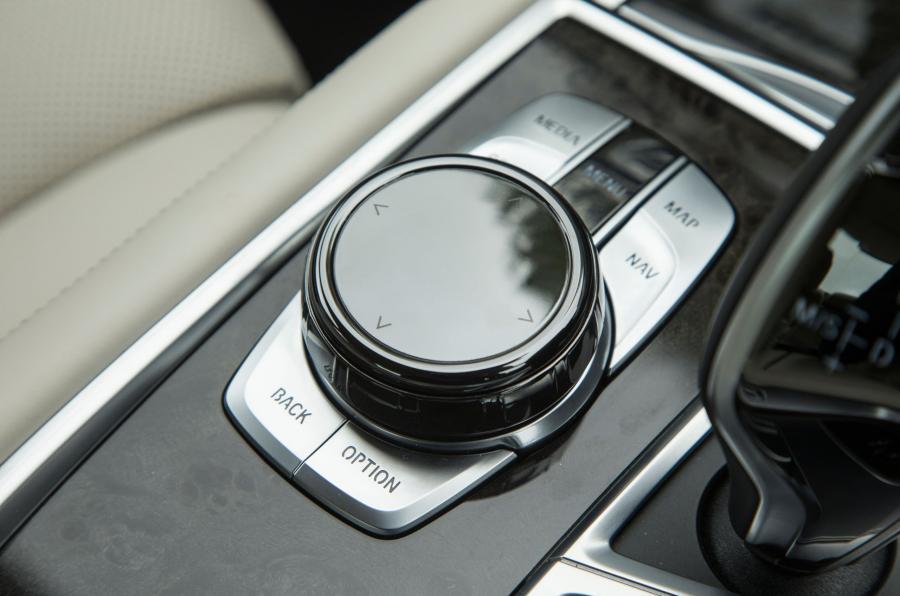 BMW 740 Le xDrive iDrive controller
